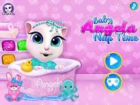 Bebelusa Angela Trage un Pui de Somn