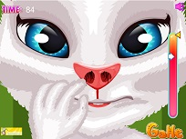 Talking Angela Isi Smulge Parul din Nas
